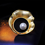 A Concentric Round Pearl Brooch Ma