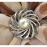 HUALUO®European Fashion scarf buckle Korean high-grade spiral pearl brooch Ms. hollow buckle shawl accessories