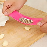 New Arrived Convient Cooking Tools Novelty Kitchen Garlic Press (Random color)