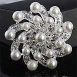 Art und Weise Silber-Legierung Blumenform Perle Broschen für Frauen