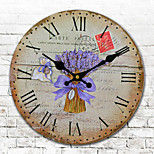 1PC European-Style Wooden Clock Sitting Room Bedroom Bracket Clock Mute The Clock (Pattern is Random)