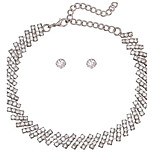 Жен. Ожерелья-бархатки Стразы Геометрической формы Сплав Сексуальные платья Простой стиль Бижутерия НазначениеСвадьба Для вечеринок