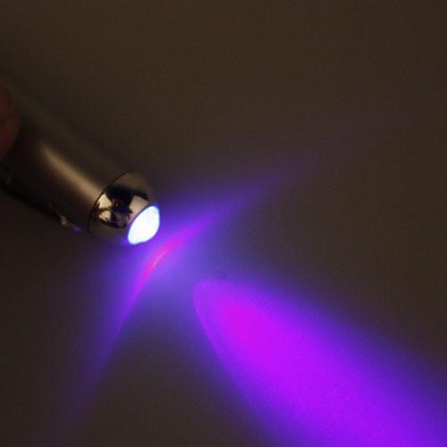 Ручка с невидимыми чернилами и LED фонариком для их чтения (4AG3)  85.000
