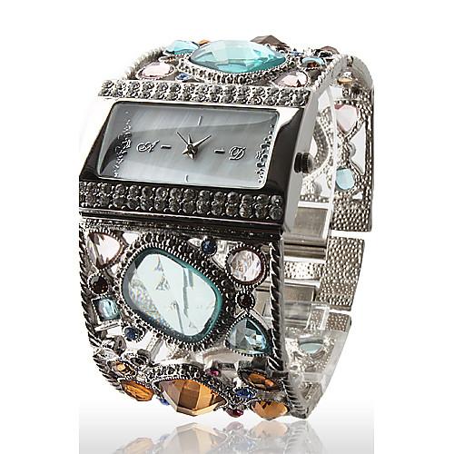 Женские часы-браслет с драгоценными камнями  944.000
