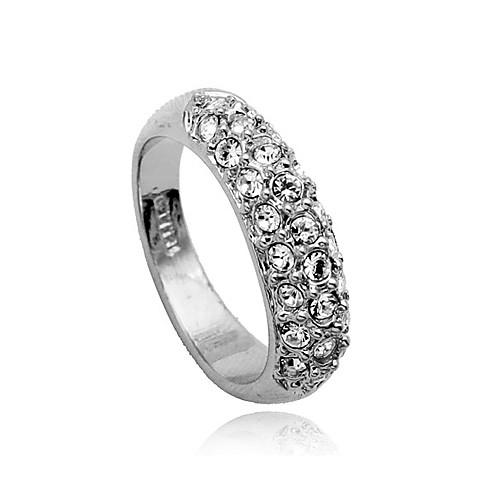 Золотистое кольцо с кристаллами  192.000