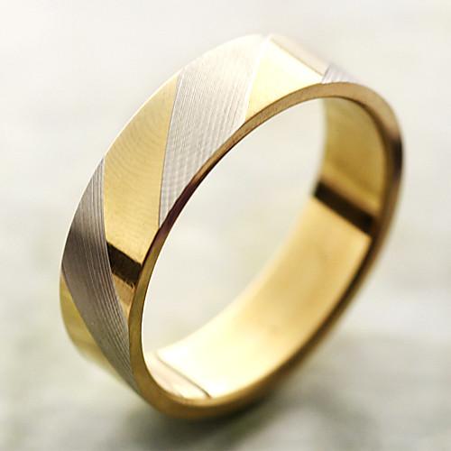 Кольцо с золотистыми полосками из титановой стали  76.000