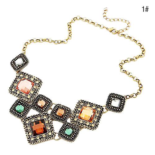 Модное ожерелье с квадратными камнями на короткой цепочке  214.000