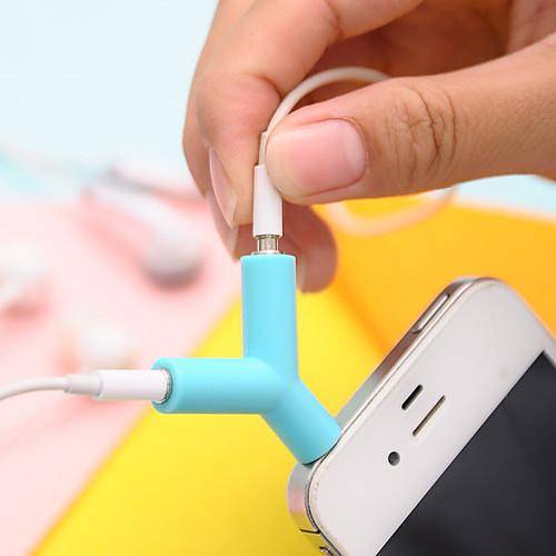 Тройной кабель разветвитель совместим с наушниками 3.5mm (случайный цвет)