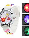 enfants de silicone fleur de style analogique montre-bracelet à quartz avec de la lumière conduit à clignoter (blanc)