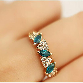 Women's Crystal Synthetic Emerald Cluster Statement Ring Rhinestone Imitation Diamond Alloy Ladies Classic Ring Jewelry Golden For Daily Casual 8