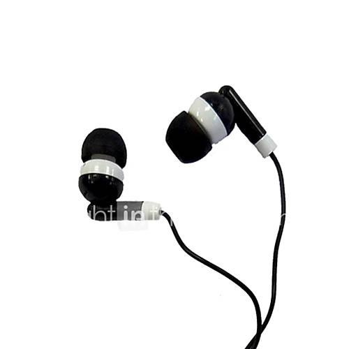 En la oreja los auriculares con