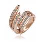 Moda con diamantes incrustados en forma de arco de la aleación del anillo chapado en oro de 18 quilates