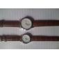 Пара аналоговых кварцевых часов унисекс с ремешком из кожзама (коричневые)