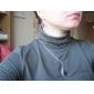 초승달 모양의 보석 목걸이와 귀걸이